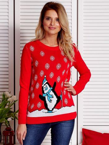 Świąteczny sweter damski z pingwinem i śniegiem czerwony