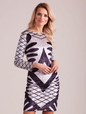 Szara aksamitna sukienka we wzory