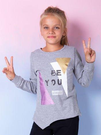Szara bluzka dla dziewczynki z geometrycznym nadrukiem i cekinami