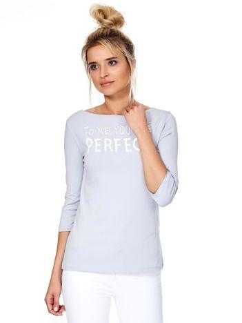 Szara bluzka z napisem i perełkami