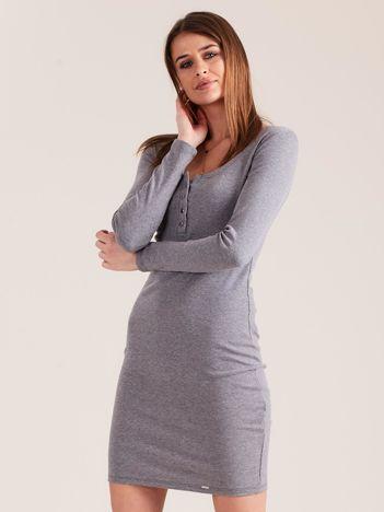 Szara dopasowana sukienka z guzikami