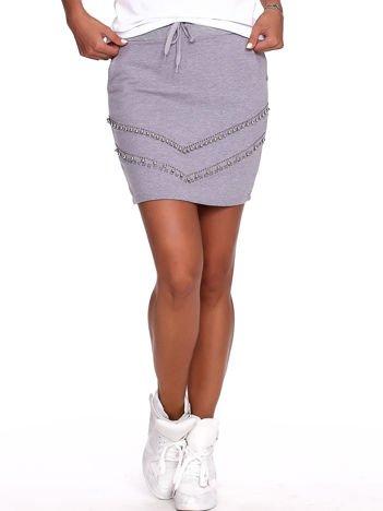 Szara dresowa spódnica z kieszeniami i perełkami