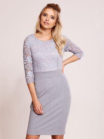 Szara sukienka plus size z koronkową górą PLUS SIZE