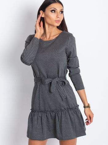 Szara sukienka w pepitkę z wiązaniem