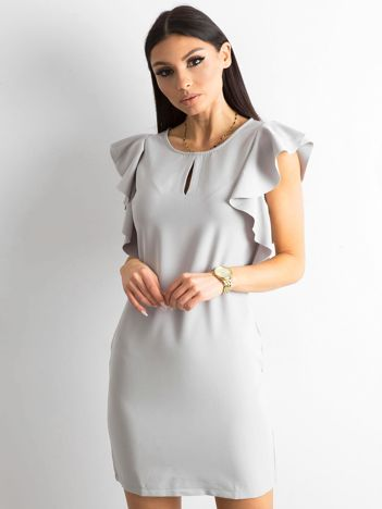Szara sukienka z falbanami na ramionach