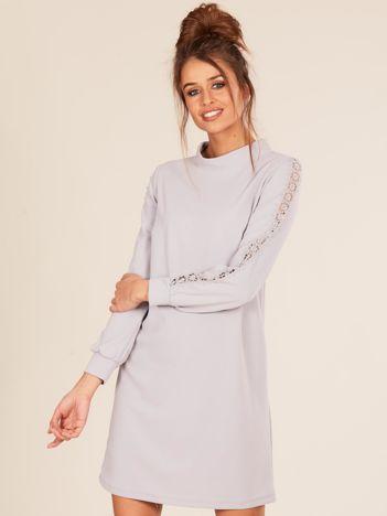 Szara sukienka ze stójką