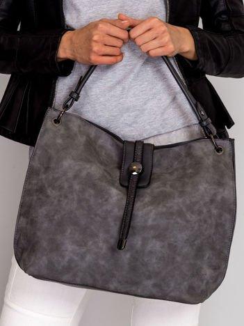 Szara torba z klapką i odpinanym paskiem