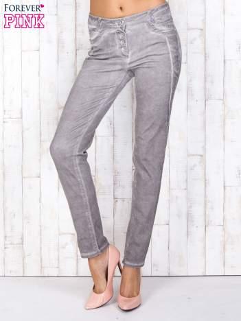 Szare jeansowe spodnie skinny z brokatem i dekatyzacją