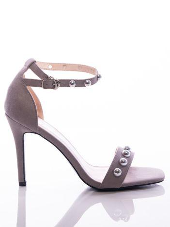 Szare sandały na szpilkach zapinane w kostce, zdobione perełkami