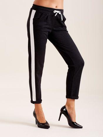 Szare spodnie damskie z lampasami