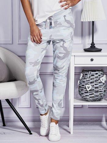 Szare spodnie dresowe w militarny wzór