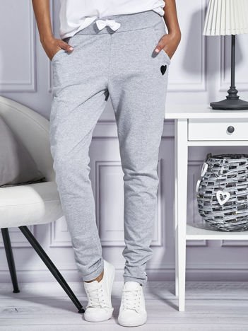 Szare spodnie dresowe z kolorowymi lampasami
