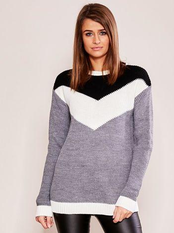 Szaro-biały sweter w bloki kolorów