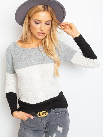 Szaro-czarny sweter w szerokie pasy