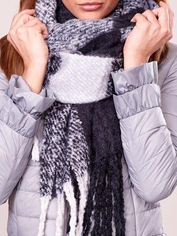 Szaro-czarny szal zimowy w geometryczny wzór