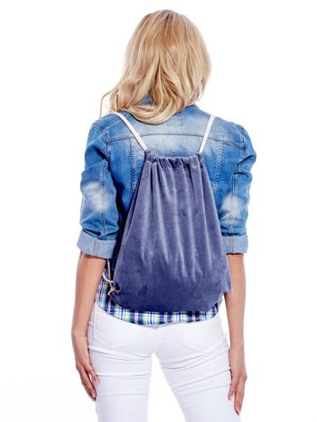 Szaro-niebieski plecak worek welurowy ze sznurkami