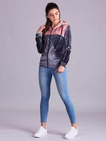 Szaro-różowa bluza welurowa