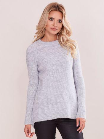 Szary sweter w prążek