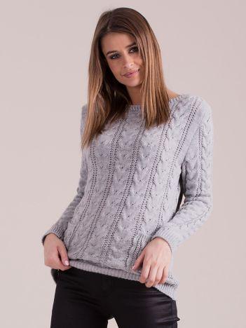 Szary sweter w warkocze z kieszeniami