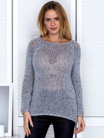 Szary sweter z błyszczącą nitką
