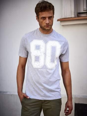 Szary t-shirt męski z nadrukiem cyfr