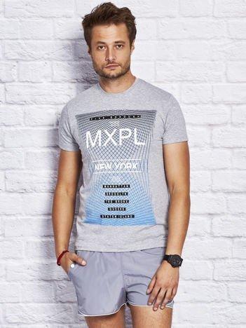 Szary t-shirt męski z nadrukiem w miejskim stylu