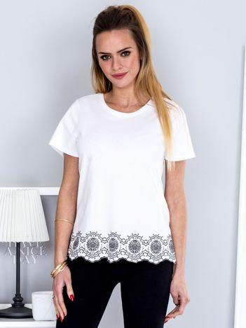 T-shirt biały z kwiatowym nadrukiem