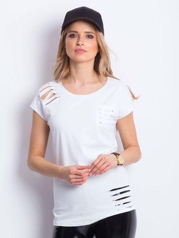 T-shirt biały z rozcięciami