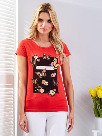T-shirt czerwony z motylami
