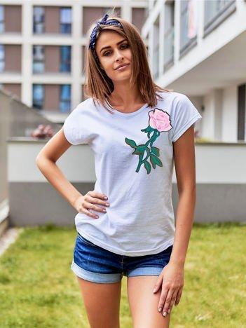 T-shirt damski biały z naszywką