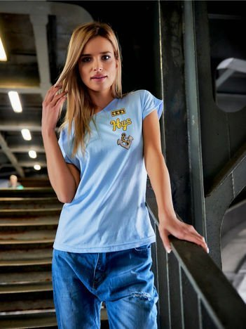 T-shirt damski błękitny z naszywkami cekinowymi z motywem marynarskim