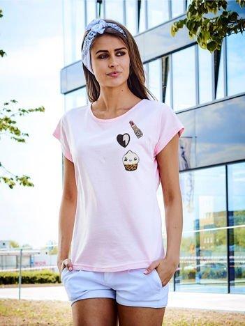 T-shirt damski jasnoróżowy z naszywkami cekinowymi