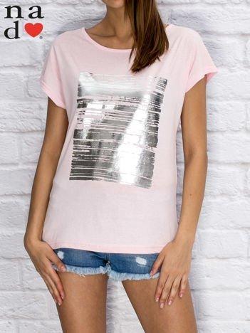 T-shirt damski z błyszczącym nadrukiem jasnoróżowy