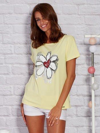 T-shirt damski z rysunkowym kwiatem żółty