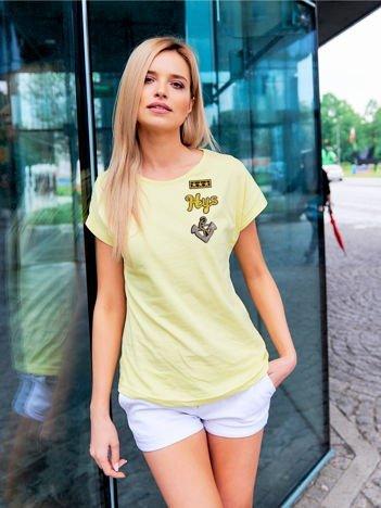 T-shirt damski żółty z naszywkami cekinowymi z motywem marynarskim