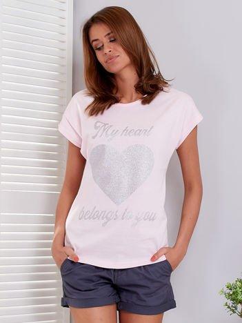 T-shirt jasnoróżowy z brokatowym nadrukiem