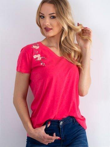 T-shirt koralowy z kwiatowym haftem