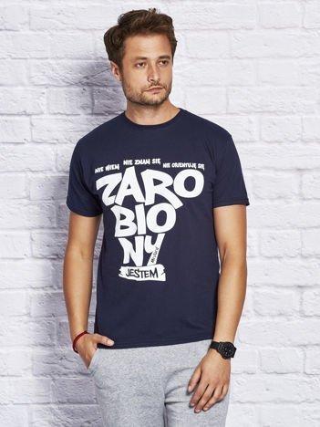 T-shirt męski NIE WIEM NIE ZNAM SIĘ NIE ORIENTUJĘ SIĘ ZAROBIONY JESTEM granatowy