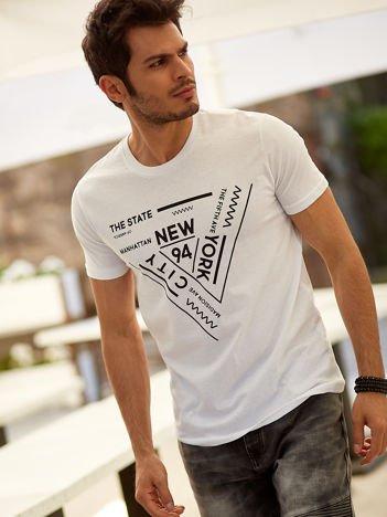 T-shirt męski biały z geometrycznym nadrukiem