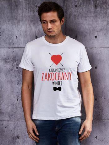 T-shirt męski dla par BEZGRANICZNIE ZAKOCHANY W NIEJ biały