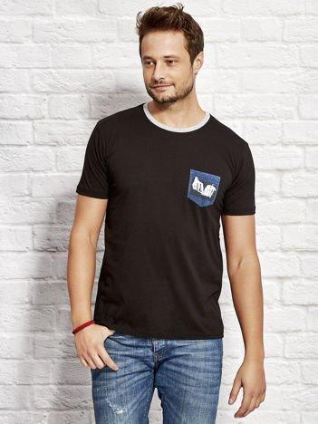 T-shirt męski z nadrukiem na kieszonce czarny