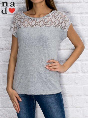 T-shirt z ażurową wstawką szary