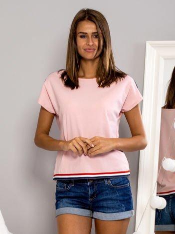 T-shirt z kolorową lamówką różowy