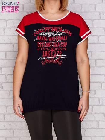 T-shirt z nadrukiem granatowo-czerwony PLUS SIZE