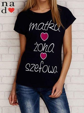 T-shirt z napisem MATKA ŻONA SZEFOWA granatowy