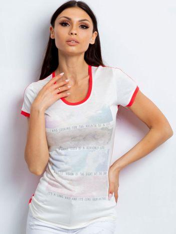 T-shirt z pastelowym nadrukiem koralowy