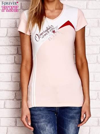 T-shirt z tekstową naszywką jasnoróżowy