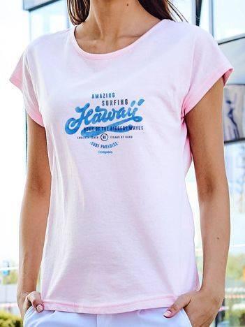 T-shirt z wakacyjnym nadrukiem jasnoróżowy