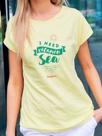 T-shirt z wczasowym nadrukiem żółty