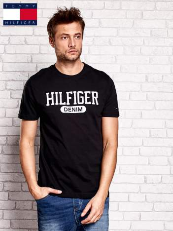 TOMMY HILFIGER Czarny t-shirt męski z napisem HILFIGER DENIM